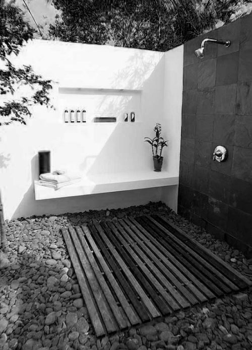 outdoor-bathroom.jpg